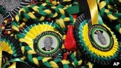 Picha ya rais wa kwanza mweusi Afrika Kusini Nelson Mandela katika mapambo ya maadhimisho ya miaka 100 ya chama cha ANC