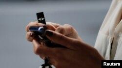 Agencija za hranu i lekove upozorila je proizvodjača e-cigareta Džul zbog reklamiranja uz nedokazane tvrdnje da su ove cigarete bezbednije od klasičnog duvana.
