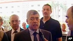 Bộ trưởng Nội vụ Ai Cập Mohamed Ibrahim nói chuyện với các phóng viên sau vụ nổ gần đoàn xe của ông ở Cairo, ngày 5/9/2013.