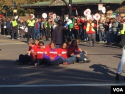 "(via Twitter) @EdwinMoves: ""#HarvardStrike food service workers shut down #Harvardsquare"""