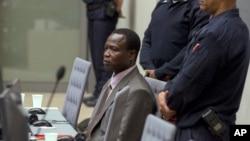 L'Ougandais Dominic Ongwen, ancien chef de guerre de la sanguinaire LRA de Joseph Kony, se tient au tribunal lors d'une audience à la Cour pénale internationale, à la Haye, 21 jnavier 2016.