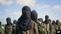 Combatentes da al-Shabab num campo de treinos na Somália