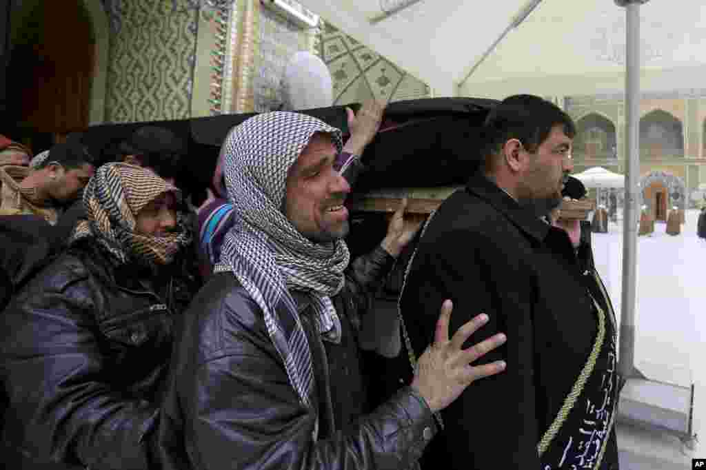 Mourners carry the coffin of an Iraqi soldier who was killed during clashes in Ramadi, during his funeral procession in Najaf, Jan. 6, 2014.