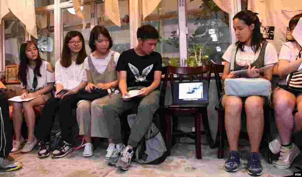 香港中文大學吐露詩社舉辦六四29周年詩聚重溫六四事件紀錄片 (美國之音湯惠芸拍攝)