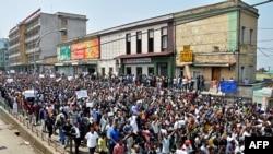 数千埃塞俄比亚反对派活动人士在首都压低斯亚贝巴举行示威,要求改革。(2013年6月2日资料照)