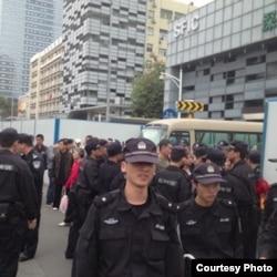 警察在查巡戒備(圖片來自維權網/網民提供)