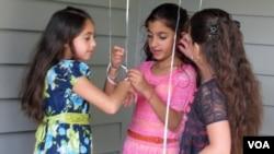 American Muslims girls are seen celebrating Eid al-Fitr in northern Virginia August 8, 2013 (Mohamed Elshinnawi/VOA).
