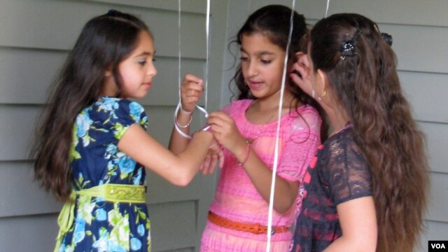 American Muslims girls are seen celebrating Eid al-Fitr in northern Virginia August 8, 2013 (Mohamed Elshinnawi/VOA).