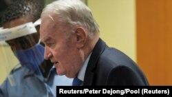 Ratko Mladić u sudnici u Hagu, 8. juna 2021. (Foto: Reuters//Peter Dejo/Pool)