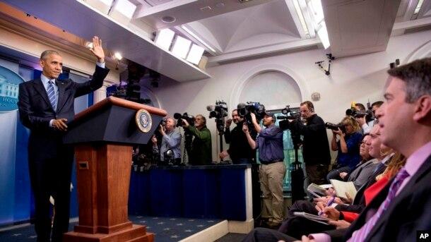 Priebus no hizo mención a la posible expulsión de los periodistas que se encuentran empotrados en la Casa Blanca y tienen escritorio de trabajo a apenas unos pasos de las oficinas del Ala Oeste del presidente y los altos funcionarios del gobierno.