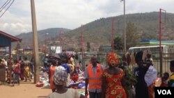Abacururiza mu mabarabara i Kigali mu Rwanda