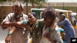 تیر کال د جون په میاشت کې د پاکستان په کراچۍ ښار کې د سختې گرمۍ له مجې ډیر خلک روغتونونو ته ولیږدول شول