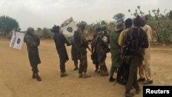 بوکو حرام کے عسکریت پسند فوج کے ساتھ قیدیوں کا تبادلہ کر رہے ہیں۔