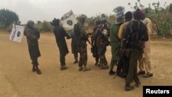 Para anggota kelompok militam Boko Haram di dekat Kumshe, Nigeria (foto: ilustrasi).