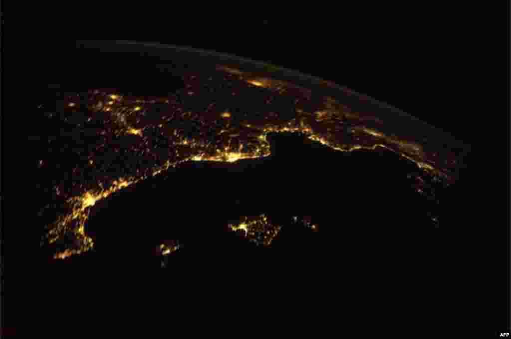 Ривьера ночью из космоса