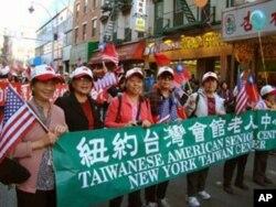 台湾会馆老人中心 (左二为会长周秀琴)