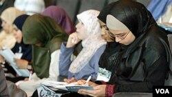 Kaum muda muslim di Indonesia dan Malaysia punya ambisi, serta terbuka pada teknologi dan globalisasi; meskipun di saat yang bersamaan tetap menjalankan nilai-nilai Islam.