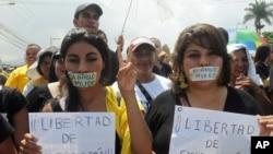 Rojnamevanên Hondurasî giwaştin û zordarîyên ser ragihandinê protesto dikin