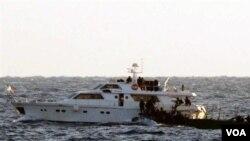 Foto yang dirilis Pasukan Pertahanan Israel (4/11) di Laut Mediteranian ini menunjukkan kapal bantuan untuk Gaza berupaya mendobrak blokade Israel (foto:dok).