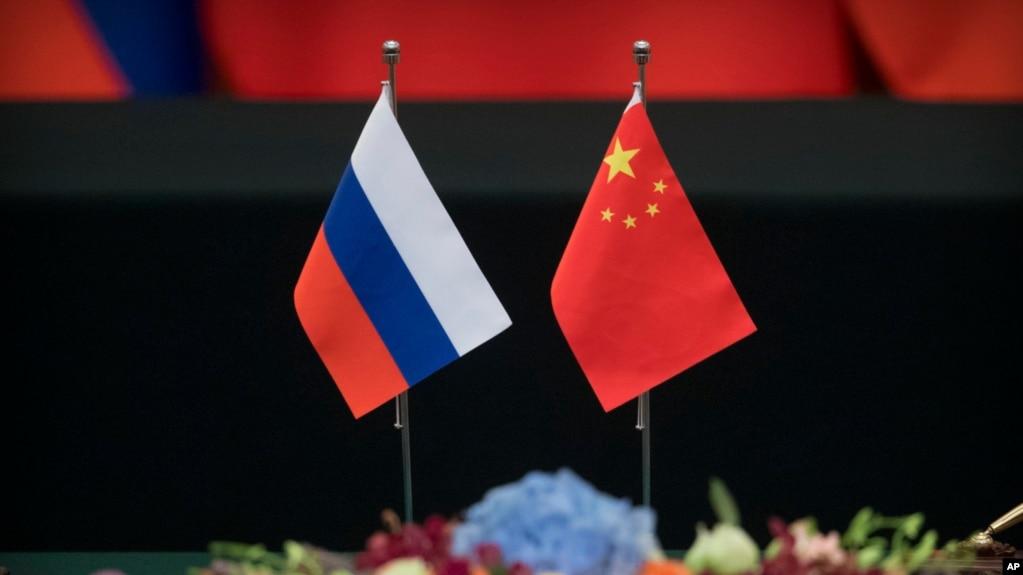 资料照:中俄国旗