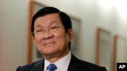 越南国家主席张晋创在纽约的一次采访中听取提问。张晋创表示中国在有争议的南中国海地区填海造岛违反了国际法并且危及海洋安全。(2015年9月28日资料)