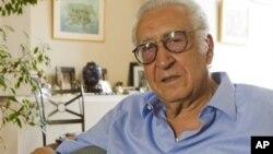 Đặc sứ Lakhdar Brahimi nói chuyện trong buổi phỏng vấn do hãng tin AP thực hiện tại Paris hôm 19/8/12