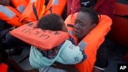هرکال اروپا ته په لاره په زرګونه مهاجرین په سمندر کې د ډوبیدو نه ژغورل کیږي.