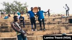 Le spectacle en question à Ouagadougou, le 17 décembre 2020. (VOA/Lamine Traoré)
