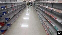 这是东京一家超市已无货可卖