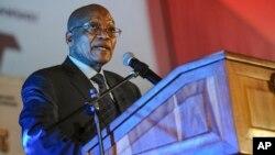"""Presiden Afrika Selatan Jacob Zuma meluncurkan sistem kereta api metro baru yang disebut """"Kereta Rakyat"""" (foto: dok)."""