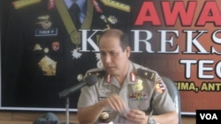 Kepala Biro Penerangan Masyarakat Polri Brigadir Jenderal Polisi Boy Rafli Amar dalam konferensi pers terkait teror di Poso (Foto: VOA/Andylala)