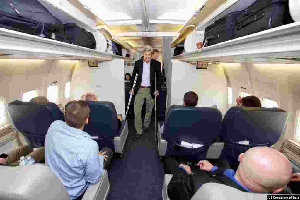 جان کری وزیر خارجه ایالات متحده در حال سفر به وین برای مذاکرات اتمی با ایران – ۲۶ ژوئن ۲۰۱۵