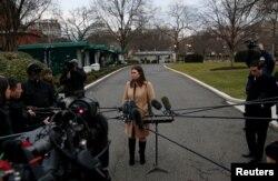 """La portavoz de la Casa Blanca, Sarah Sanders, dijo a Fox News que la respuesta demócrata al discurso de Donald Trump el martes 8 de enero de 2019 fue """"patética""""."""
