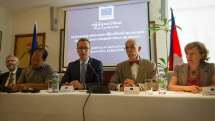 Senior officials of the European Union talked to reporters during a press conference on Friday May 22, 2015, calling the government to open the floor for dialogue and public debate on the Draft Law on the Association and the Non-Governmental Organization (LANGO). (Photo: Neou Vannarin/VOA Khmer)