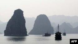 Vịnh Hạ Long một trong những thắng cảnh của Việt Nam