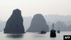 Vịnh Hạ Long được UNESCO công nhận là di sản thiên nhiên thế giới.