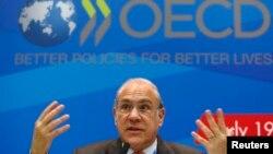 Sekjen OECD Angel Gurria dalam sebuah konferensi pers di Moskow, Rusia (19/7/2013). Laporan OECD terbaru mengatakan pertumbuhan ekonomi di AS, Jepang dan Inggris meningkat.