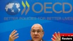 Angel Gurria, secrétaire général de l'OCDE, présentant le rapport de l'organisation