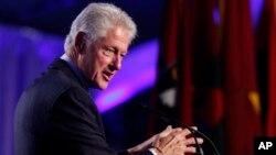 El expresidente Clinton, es reconocido por la creación de la Fundación Clinton tras concluir su segunda mandato presidencial.