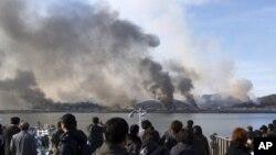 지난 2010년 11월 23일 북한의 포격으로 연기가 피어오르는 연평도. 지난 1995년 경기도에서 인천광역시로 편입됐다.