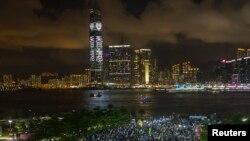 香港要求實現真普選的市民8月31日晚在香港政府總部外集會抗議