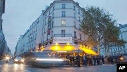 Le café La Bonne Bière a rouvert ses portes le 4 décembre 2015. (AP Photo/Jacques Brinon)