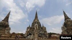 资料照片 - 外国游客在泰国旅游胜地。