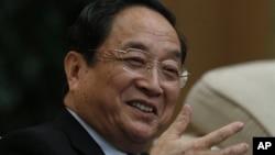 中共上海市委书记俞正声在中共十八大上海代表团会议上