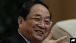 中共上海市委书记俞正声在中共十八大上海代表团会议上 (资料照片)