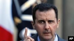 2010年12月9日叙利亚总统阿萨德向记者们发表讲话的资料照片。