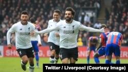 Salah, 2e à gauche, et ses coéquipiers du FC Liverpool jubilent après le 2e but contre Crystal Palace lors de la 32e journée de la Premier League, Selhurst Park, Angleterre, 31 mars 2018. (Twitter/Liverpool)