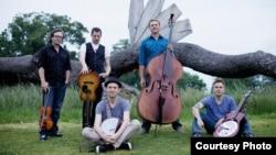 The Infamous Stringdusters, L to R: Jeremy Garrett (fiddle), Andy Falco (guitar), Chris Pandolfi (banjo), Travis Book (bass), Andy Hall (dobro). (Photo credit: Tom Daly)