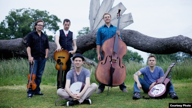 The Infamous Stringdusters, L to R: Jeremy Garrett (fiddle), Andy Falco (guitar), Chris Pandolfi (banjo), Travis Book (bass), Andy Hall (dobro).  (Photo credit: Tom Daly)