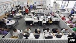 "Nezaposleni pretražuju internet u potrazi za radnim mestima u firmi ""JobConnect Career Center"" u Las Vegasu, septembar 2010."